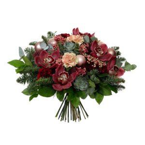 Lyxbukett från Interflora, med vinröda orkidéer, rosépeppar, julkulor och grönt.